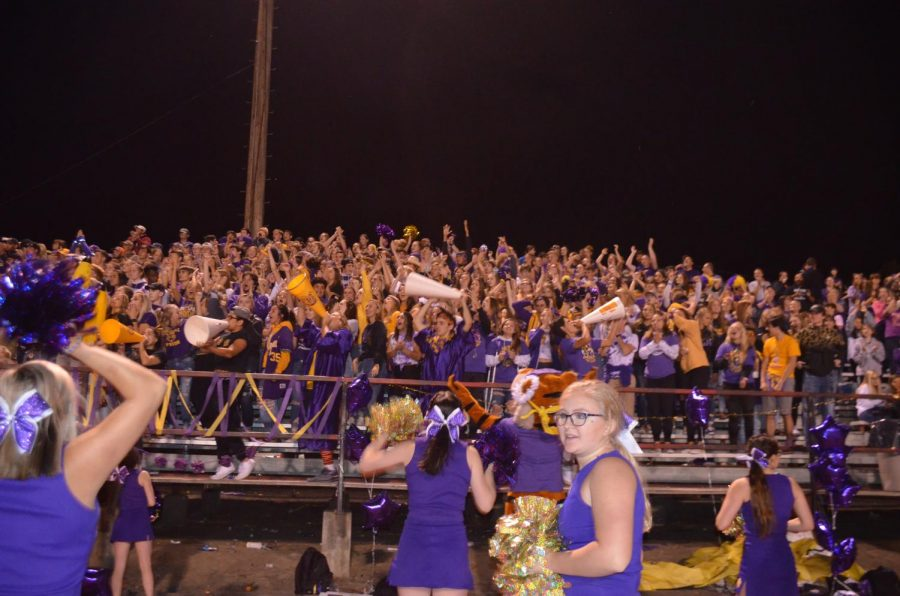 The+Lewiston+Bengal+student+section+cheers+on+their+team+at+Battle+of+the+Bridges+game+Sept.+14.