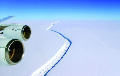 Ice cap cracked in Antartica