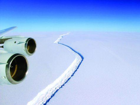 Ice cap cracked in Antartica