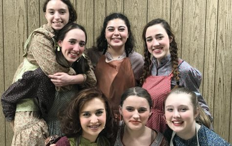 Lewiston High School drama club presents <em>Annie</em>