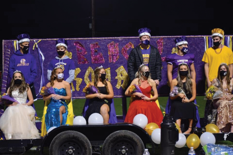2020 Homecoming Court masks up